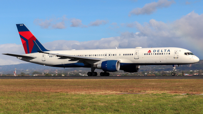 A picture of N538US - Boeing 757251 - Delta Air Lines - © Kenneth Mora Flores KMF777