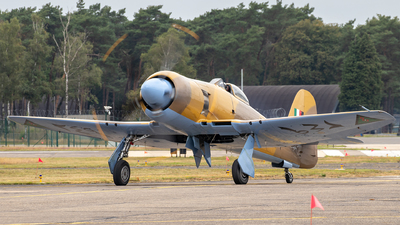 OO-ISS - Hawker Fury FB10 - Private