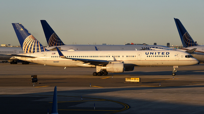 A picture of N14107 - Boeing 757224 - United Airlines - © Rocky Wang