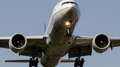 N2333U - Boeing 777-322ER - United Airlines