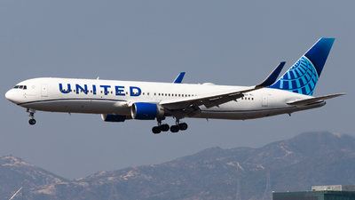 A picture of N654UA - Boeing 767322(ER) - United Airlines - © Angus Chae - Skies of Pearl