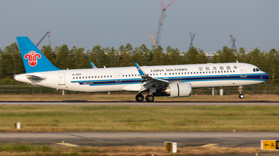 A picture of B30E2 - Airbus A321253NX - China Southern Airlines - © Ji donghao