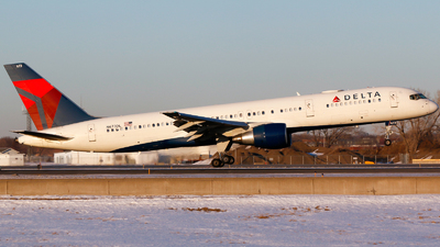 A picture of N673DL - Boeing 757232 - Delta Air Lines - © Alec Mollenhauer