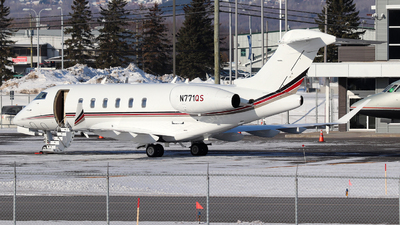 A picture of N771QS - Bombardier Challenger 350 - NetJets - © Guy Langlois