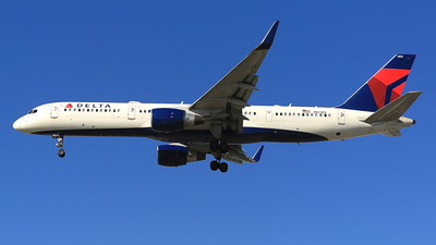 A picture of N823DX - Boeing 75726D - Delta Air Lines - © Jonathan Kang