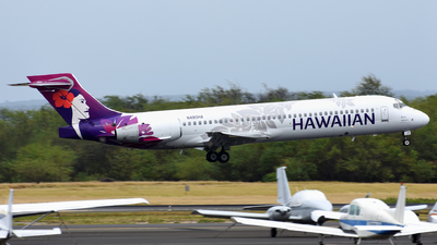 A picture of N480HA - Boeing 71722A - Hawaiian Airlines - © Martin Nimmervoll