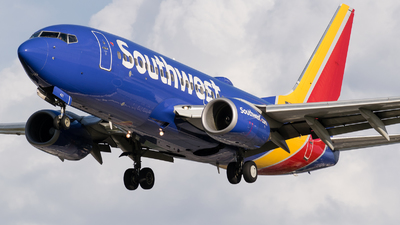 N421LV - Boeing 737-7H4 - Southwest Airlines