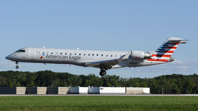 A picture of N706PS - Mitsubishi CRJ701ER - American Airlines - © DJ Reed - OPShots Photo Team
