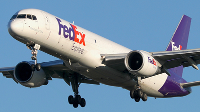 A picture of N774FD - Boeing 757222(SF) - FedEx - © Eric Page Lu