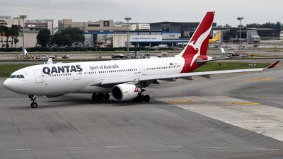 VH-EBC - Airbus A330-202 - Qantas