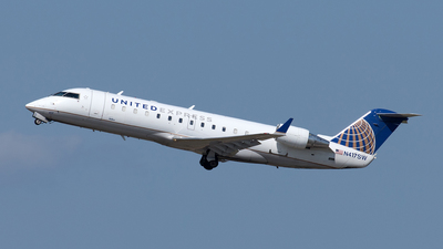 A picture of N417SW - Mitsubishi CRJ200LR - United Airlines - © Yixin Chen
