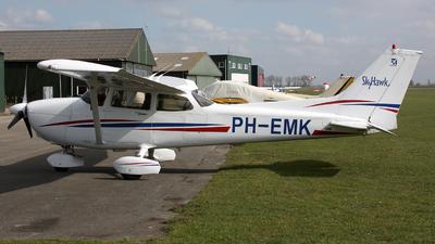 A picture of PHEMK - Cessna 172R Skyhawk - [17281163] - © Ronald Vermeulen