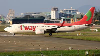 HL8237 - Boeing 737-8Q8 - T'Way Air