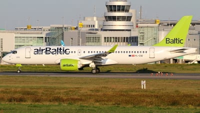 A picture of YLCSE - Airbus A220300 - Air Baltic - © Robin Frosch