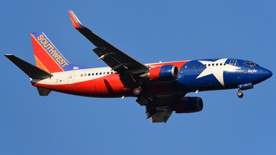 A picture of N352SW - Boeing 7373H4 - [24888] - © Doug Marsh