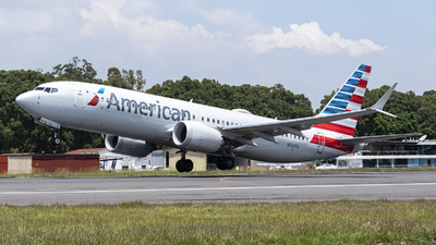 A picture of N329SL - Boeing 737 MAX 8 - American Airlines - © Juan Manuel Galvez