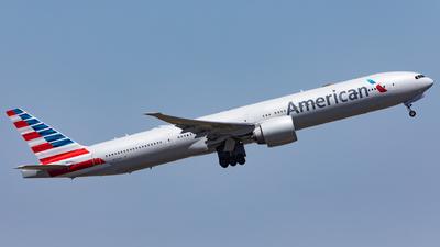 N725AN - Boeing 777-323ER - American Airlines