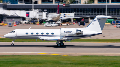 A picture of N120SB - Gulfstream IV SP - [1462] - © Mateo Skinner