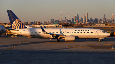 A picture of N77258 - Boeing 737824 - United Airlines - © Rocky Wang