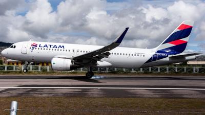 A picture of CCBFJ - Airbus A320214 - LATAM Airlines - © Aldo Martinelli