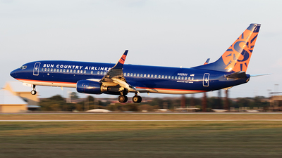A picture of N826SY - Boeing 7378F2 - Sun Country Airlines - © Yixin Chen