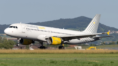 EC-LAA - Airbus A320-214 - Vueling Airlines