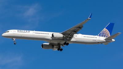 N57868 - Boeing 757-33N - United Airlines