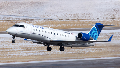 A picture of N452SW - Mitsubishi CRJ200LR - United Airlines - © Yixin Chen