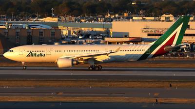 A picture of EIEJG - Airbus A330202 - Italia Trasporto Aereo - © Xiamen Air 849 Heavy