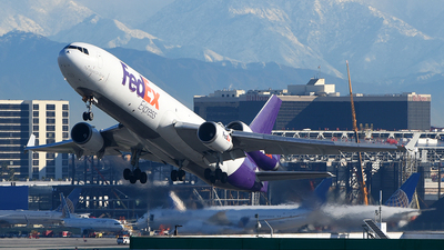 A picture of N582FE - McDonnell Douglas MD11F - FedEx - © Rocky Wang