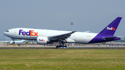 A picture of N852FD - Boeing 777FS2 - FedEx - © Huang Chengjen