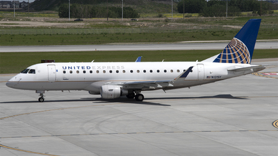 A picture of N121SY - Embraer E175LR - United Airlines - © Kurt Kolb