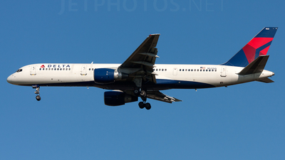 A picture of N522US - Boeing 757251 - [23616] - © Alex Brodkey