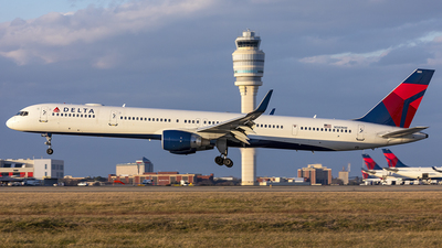 A picture of N581NW - Boeing 757351 - Delta Air Lines - © PeachAir