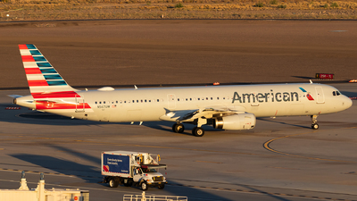 A picture of N567UW - Airbus A321231 - American Airlines - © Luke Dogan