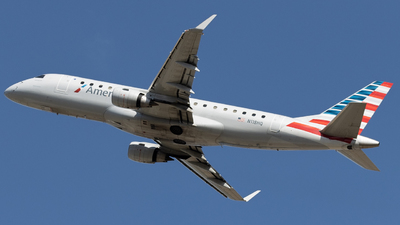 A picture of N118HQ - Embraer E175LR - American Airlines - © Tanner R