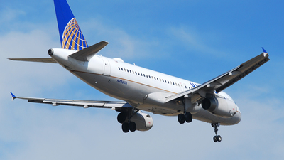 A picture of N486UA - Airbus A320232 - United Airlines - © Alejandro Aceves
