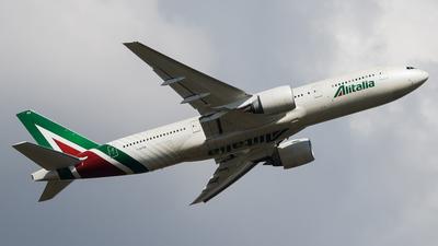 I-DISU - Boeing 777-243(ER) - Alitalia