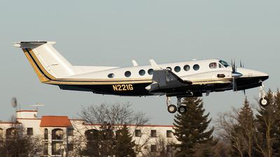 N221G - Beechcraft B300 King Air 350 - Private