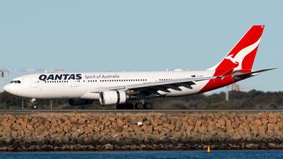 VH-EBD - Airbus A330-202 - Qantas