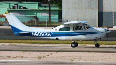 N60636 - Cessna T210L Turbo Centurion II - Private