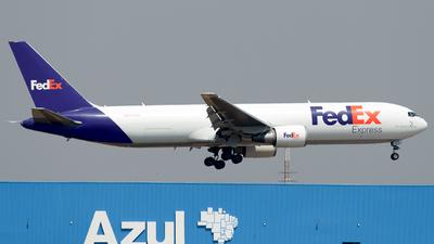 A picture of N112FE - Boeing 7673S2F(ER) - FedEx - © Guilherme Jun Fujitaki