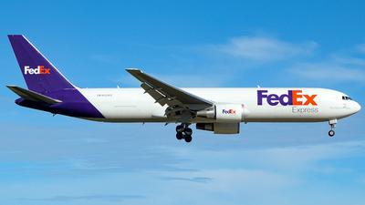 A picture of N123FE - Boeing 7673S2F(ER) - FedEx - © Juan Carlos Aponte