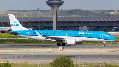 A picture of PHEZL - Embraer E190STD - KLM - © Mateo León