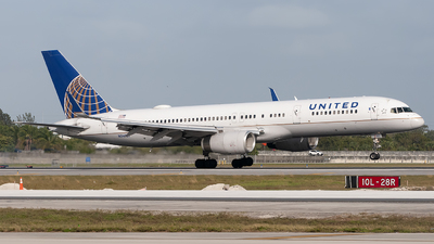 A picture of N34137 - Boeing 757224 - United Airlines - © Mark Lawrence