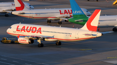 OE-LOW - Airbus A320-233 - LaudaMotion
