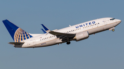 N54711 - Boeing 737-724 - United Airlines