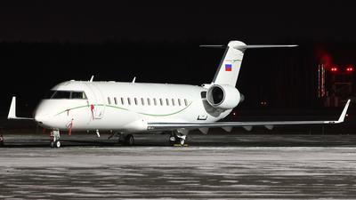 RA-67233 - Bombardier CL-600-2B19 Challenger 850 - Tulpar