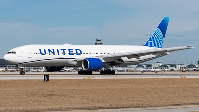 A picture of N771UA - Boeing 777222 - United Airlines - © bill wang