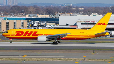 A picture of N276DH - Boeing 7673Q8(ER)(BDSF) - DHL - © Misael Ocasio Epicaviation47